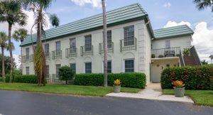 Naples 3 bedroom condos for sale in convenient location - Ferienwohnungen Naples Bath und Tennis Club zu verkaufen